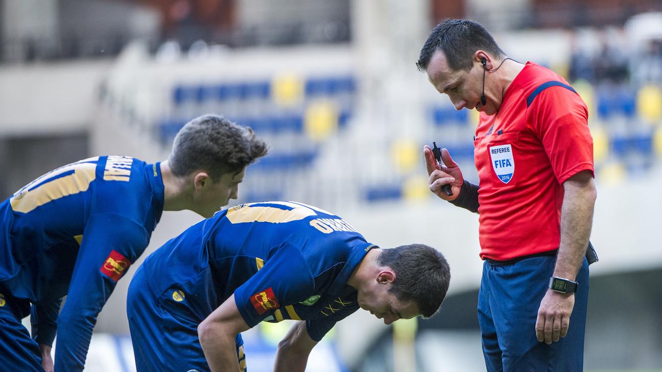 Karakó Ferenc - piros mez - forrás: xlsport.hu